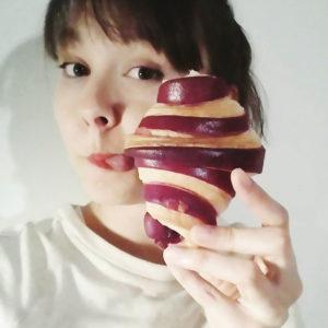 Vanessa Dubois et un croissant.